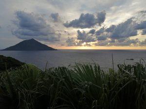八丈小島と夕焼け